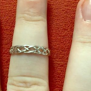 Irish knot band ring